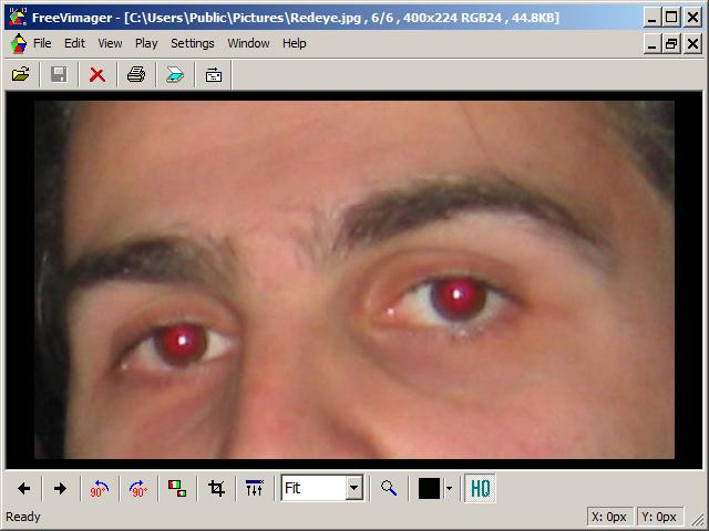 les yeux rouges